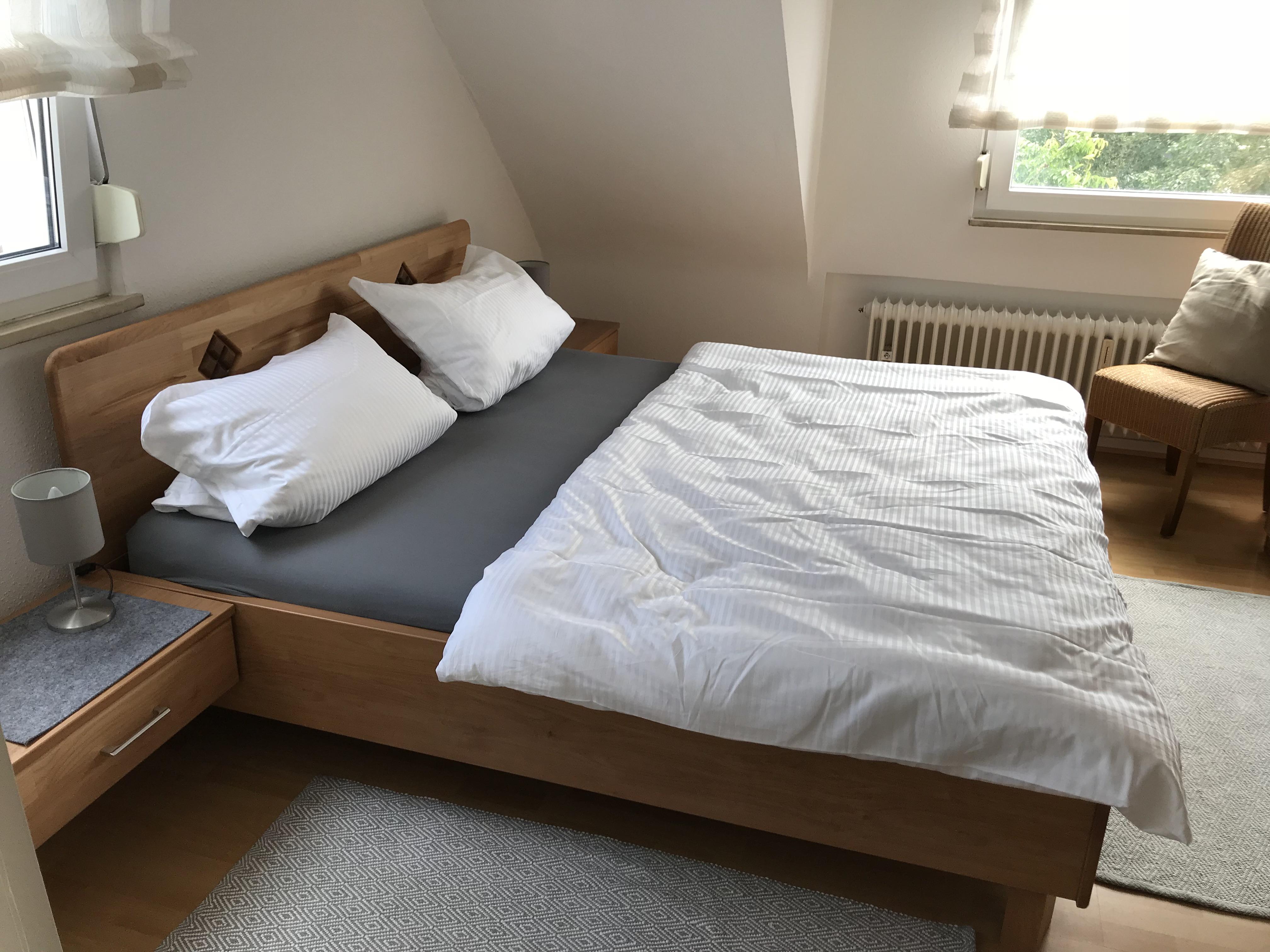 doppelbett ruhige ferienwohnung in bad neuenahrruhige ferienwohnung in bad neuenahr. Black Bedroom Furniture Sets. Home Design Ideas